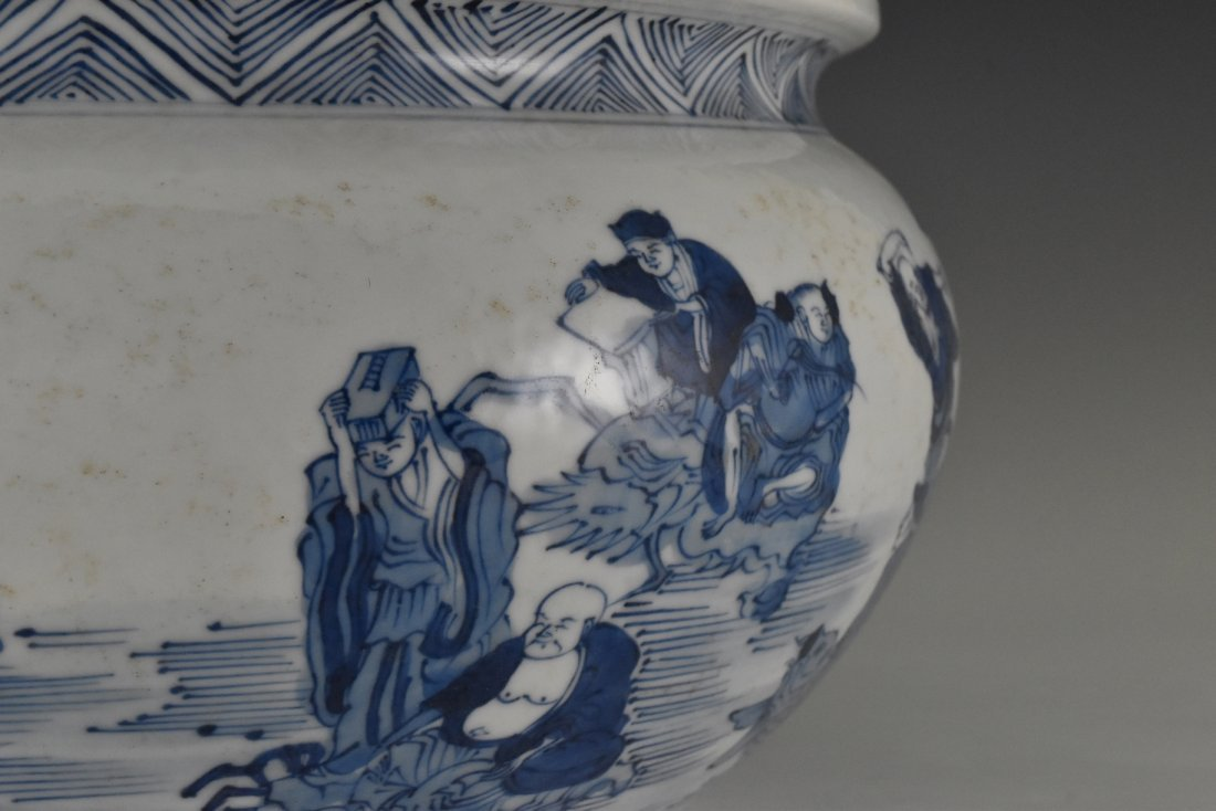 BLUE AND WHITE PORCELAIN BASIN WITH IMMORTAL MOTIF - 4