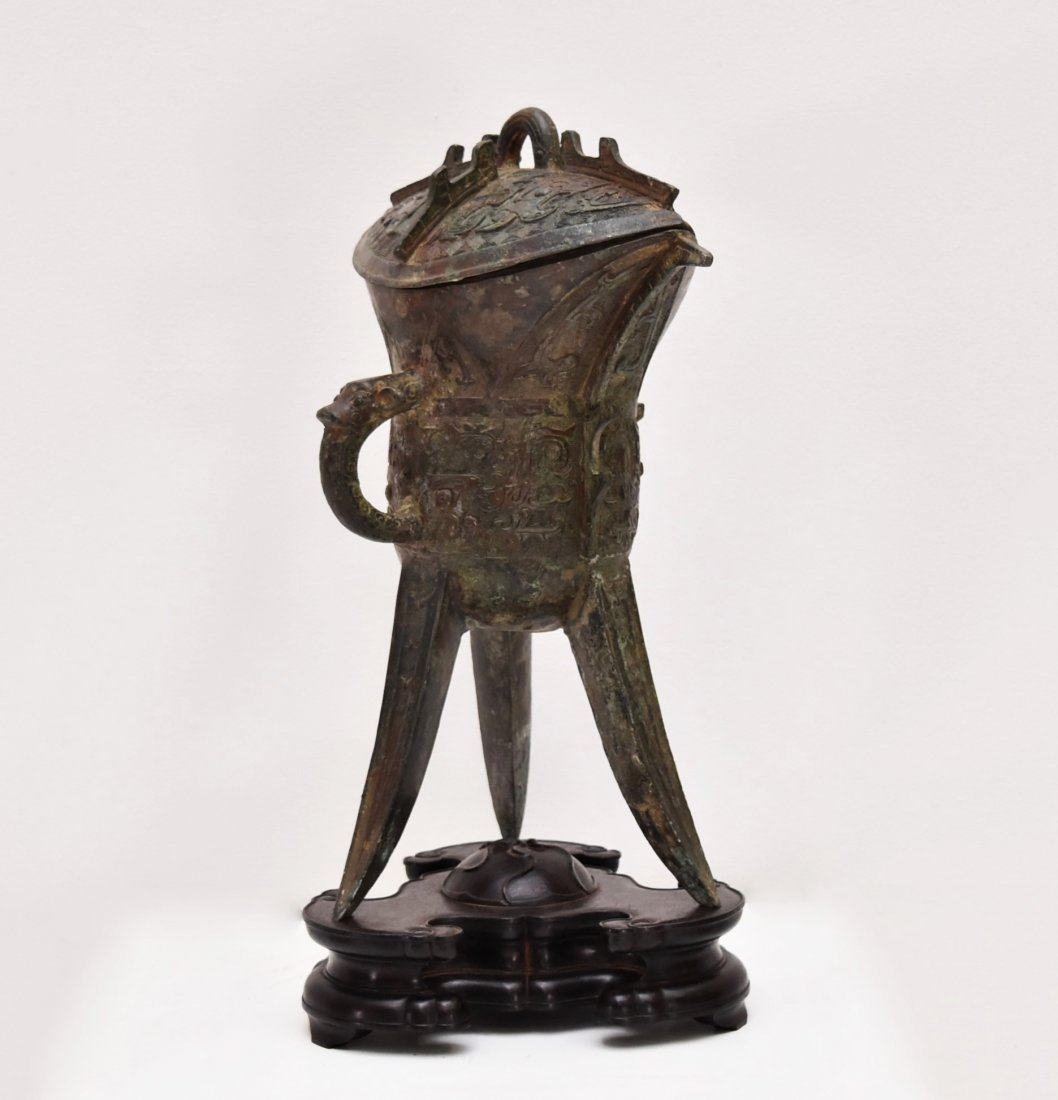 AN ARCHAIC RITUAL BRONZE COVERED WINE VESSEL, JUE - 3