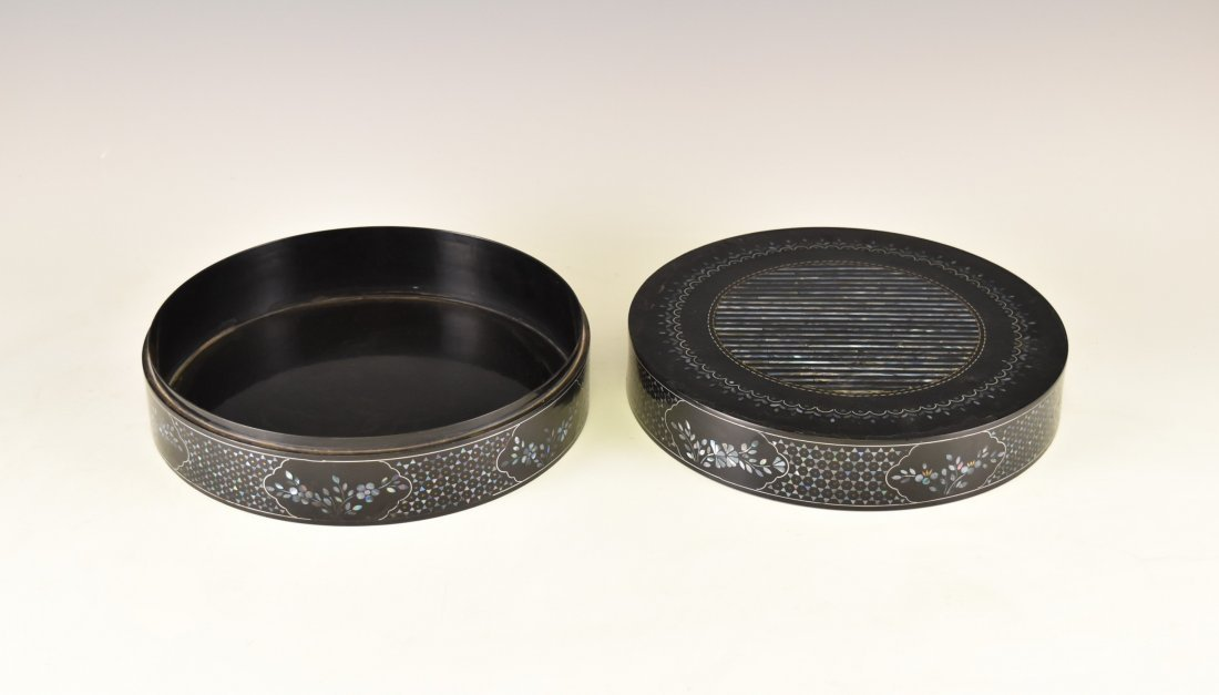 MOTHER OF PEARLS INLAID EBONY LACQUERED BOX - 2