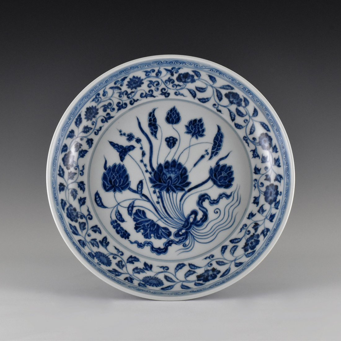A MAGNIFICENT CHINESE MING BLUE AND WHITE LOTUS PLATE