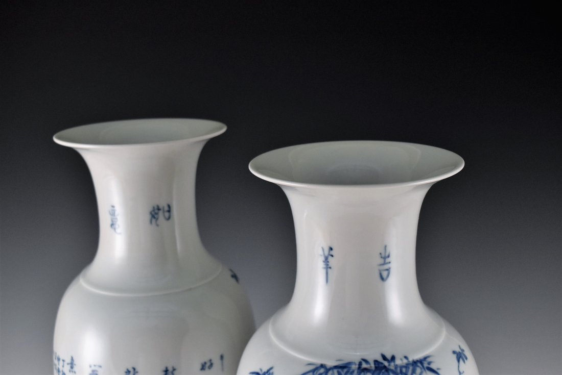 PAIR OF 20TH C. BLUE AND WHITE PAINTING BALUSTER VASES - 3