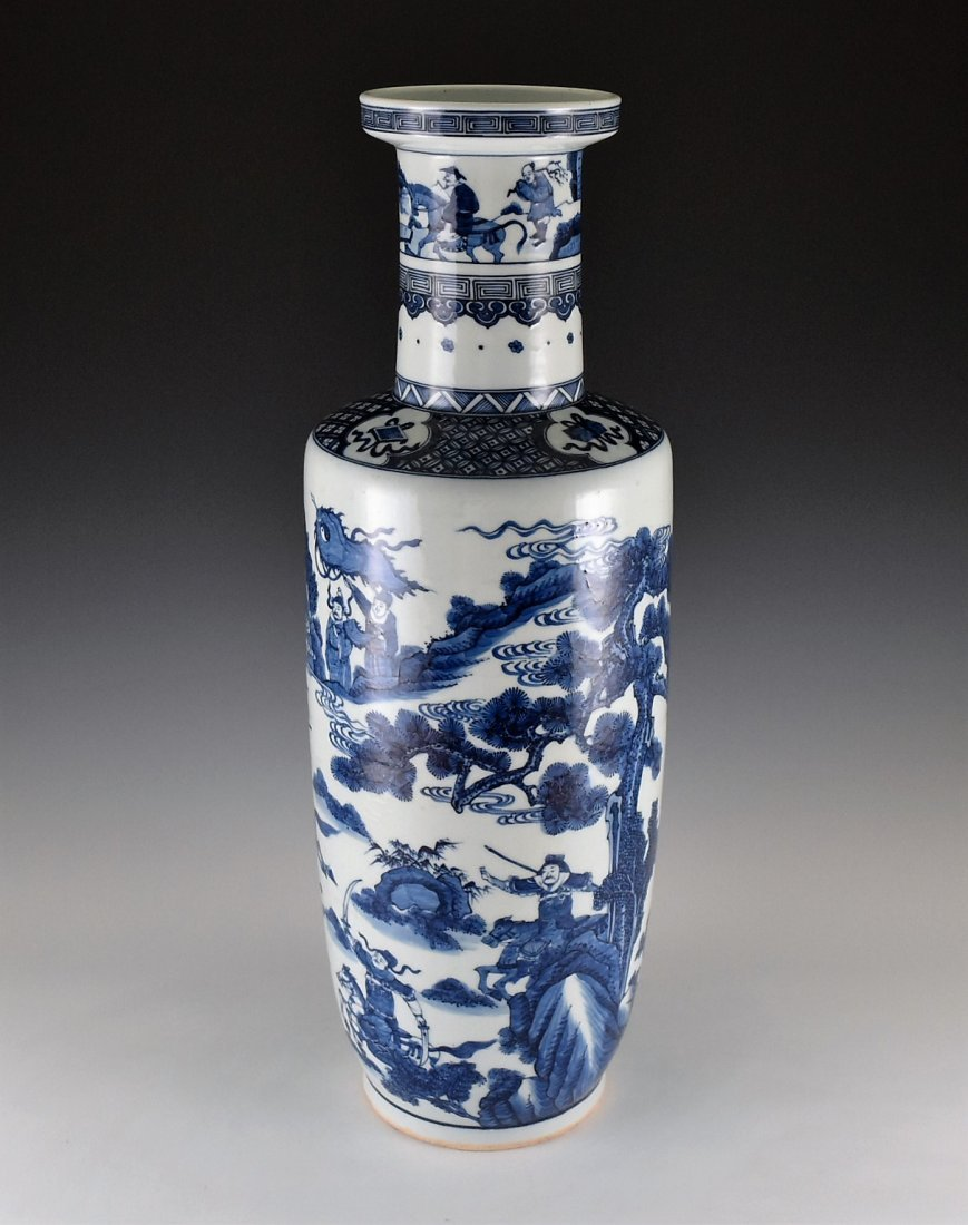 BATTLE SCENE BLUE AND WHITE ROULEAU VASE ON STANDS - 3