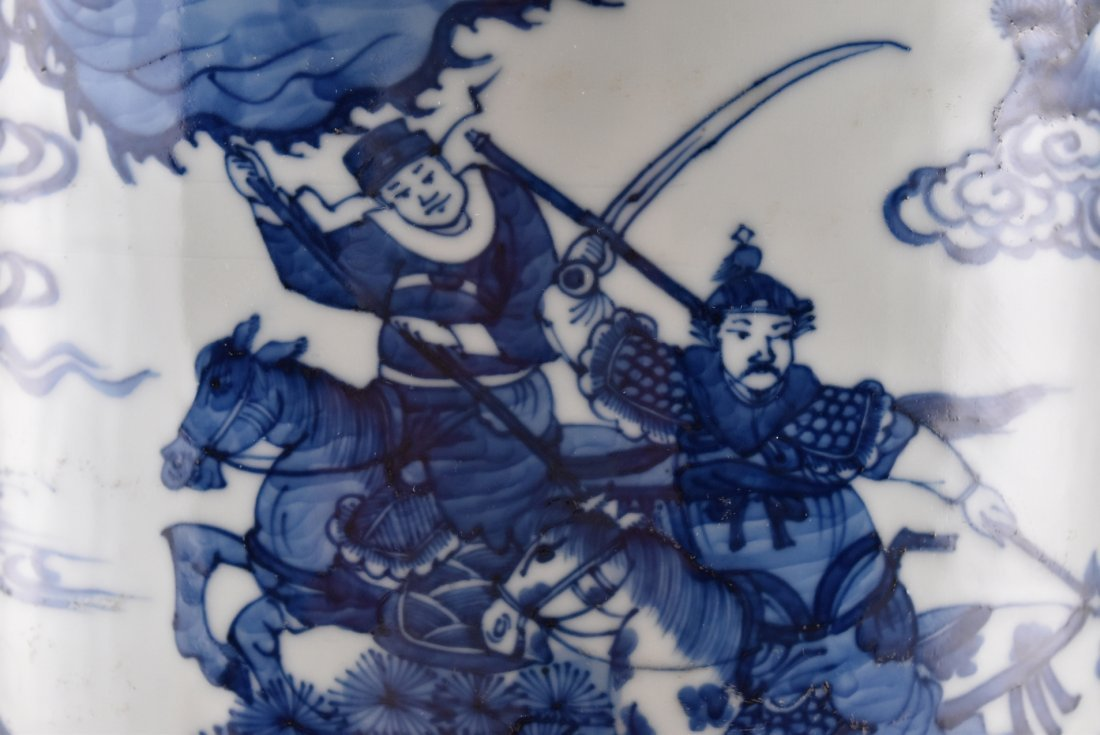BATTLE SCENE BLUE AND WHITE ROULEAU VASE ON STANDS - 9