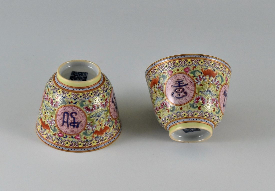 PAIR OF GOOD FORTUNES MEDALLIONS PORCELAIN CUPS - 3