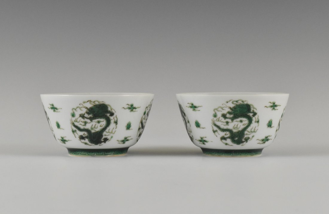 PAIR OF FAMILLE VERTE DRAGONS CUPS