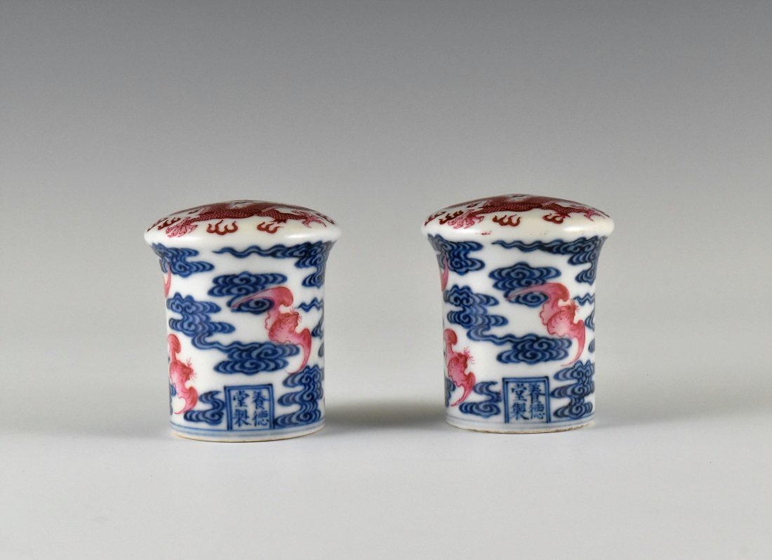 PAIR OF PORCELAIN SCROLL KNOBS IN DRAGON AND BATS