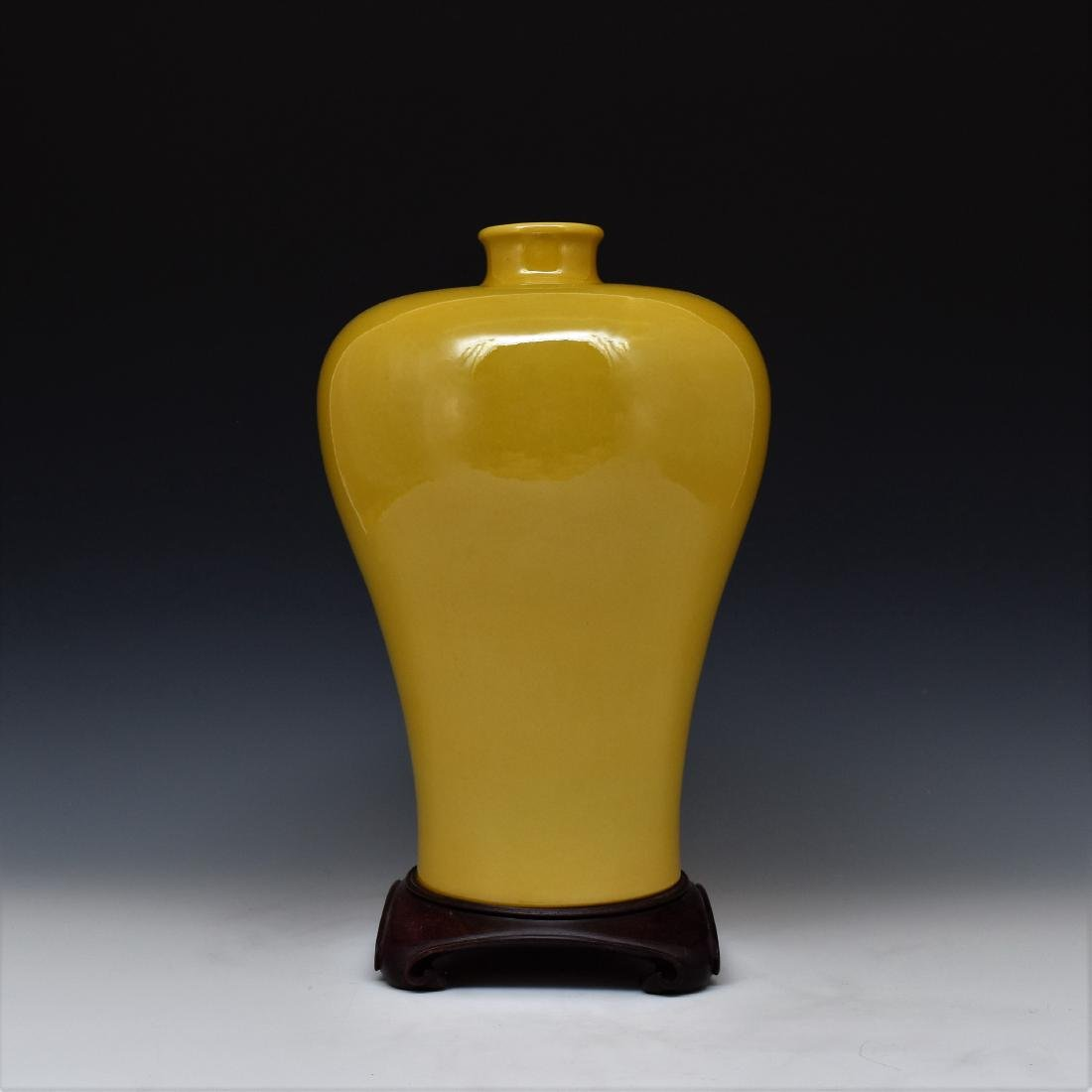 YELLOW MONOCHROME MEIPING VASE ON STAND
