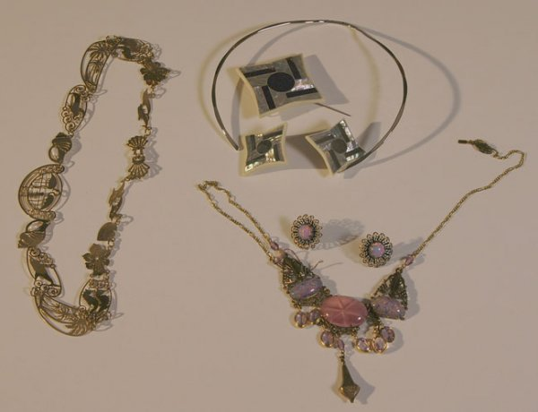 304:   JEWELRY-COSTUME,  A COLLECTION       mixed mater