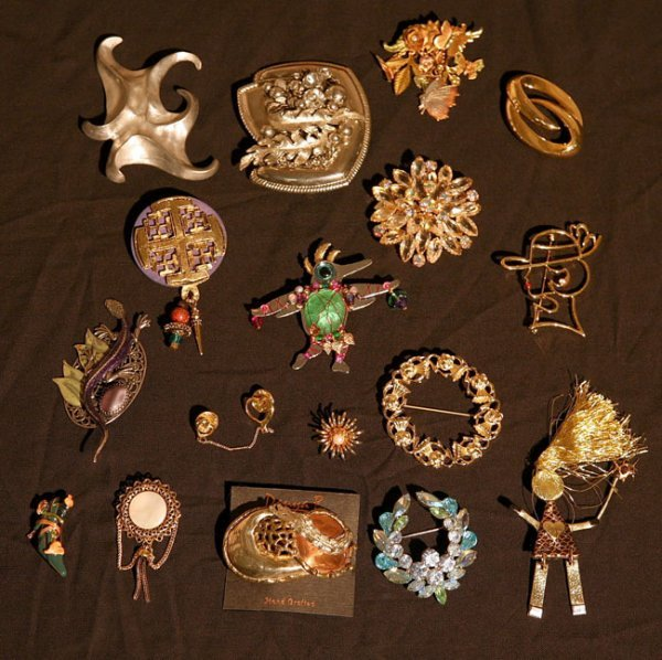 307:   JEWELRY-COSTUME,  A COLLECTION       mixed mater