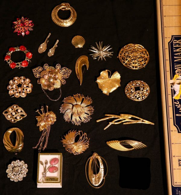 310:   JEWELRY-COSTUME,  A COLLECTION       mixed mater