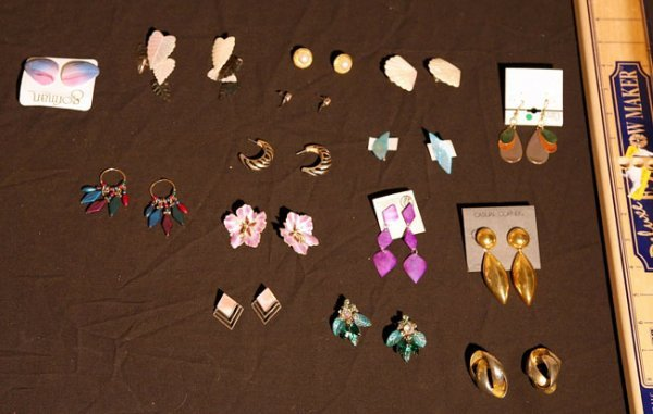311:   JEWELRY-COSTUME,  A COLLECTION       mixed mater