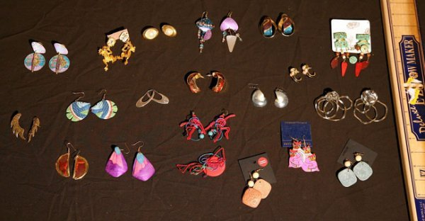 312:   JEWELRY-COSTUME,  A COLLECTION       mixed mater