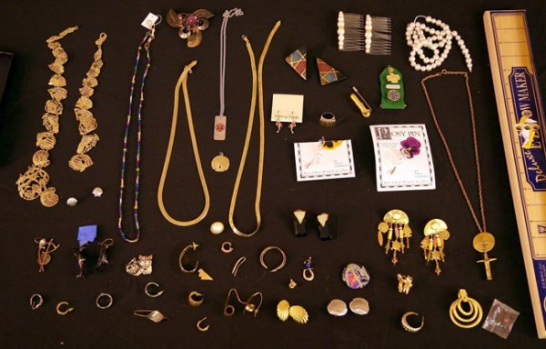 315:   JEWELRY-COSTUME,  A COLLECTION       mixed mater