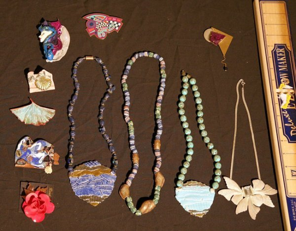 317:   JEWELRY-COSTUME,  A COLLECTION       mixed mater