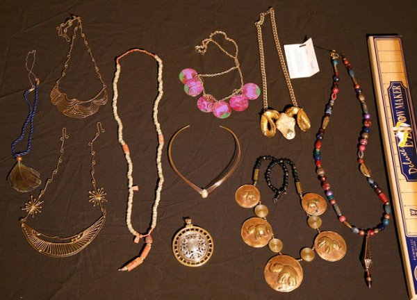318:   JEWELRY-COSTUME,  A COLLECTION       mixed mater