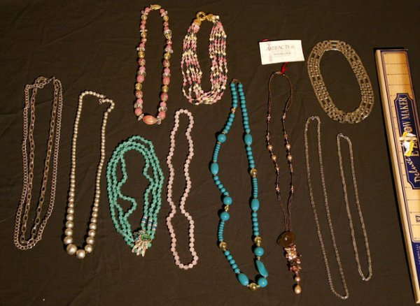 319:   JEWELRY-COSTUME,  A COLLECTION       mixed mater