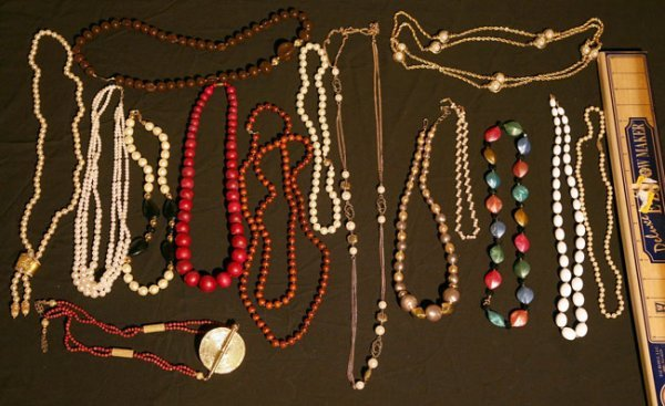 320:   JEWELRY-COSTUME,  A COLLECTION       mixed mater