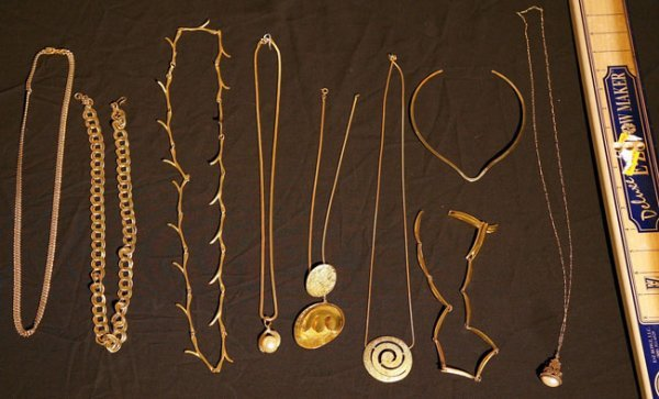 323:   JEWELRY-COSTUME,  A COLLECTION       mixed mater