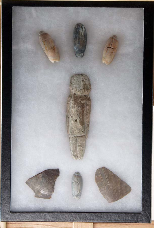 119:  MEXICAN ORNAMENTAL ANTIQUE CARVED SHELLS AND STON