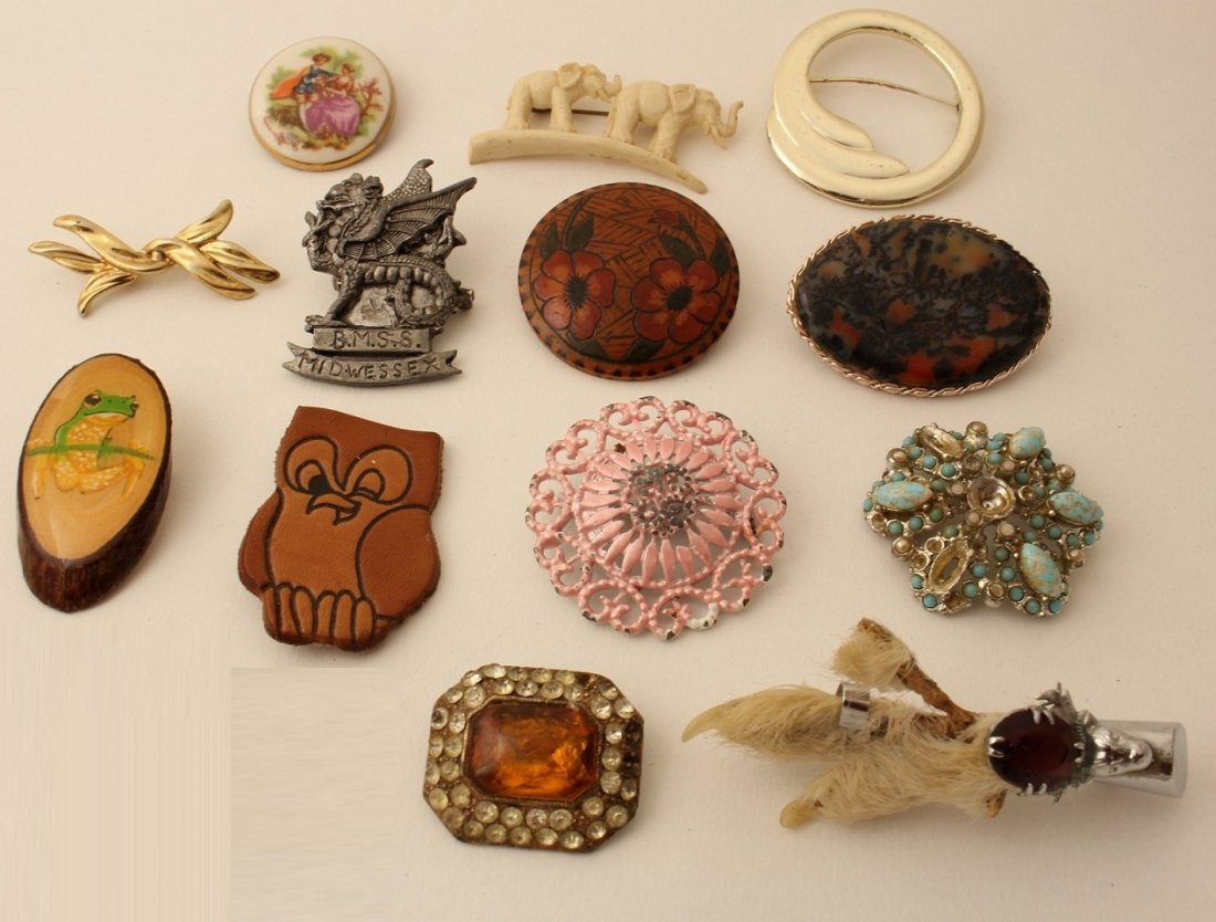 Lot of vintage brooches 1950s-1980s