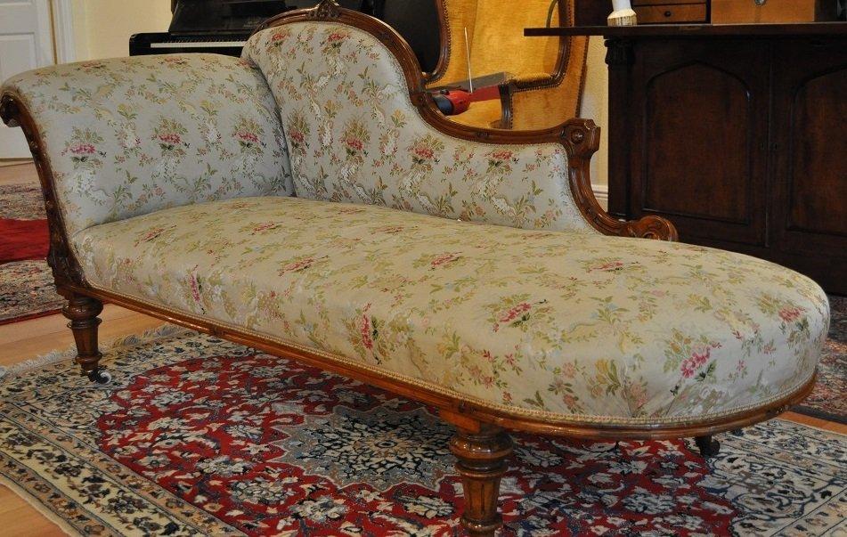 Walnut Victorian Period Chaise Longue