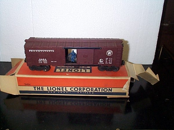 10: Lionel Trains operating box car No. 3484 with origi