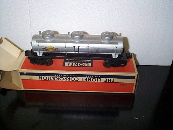16: Lionel Trains Sunoco tank car No. 6415 with origina