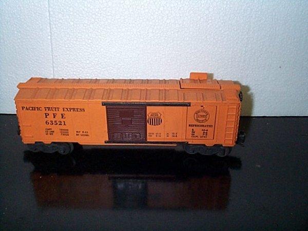 22: Lionel Trains box car Pacific Fruit Express No. 635