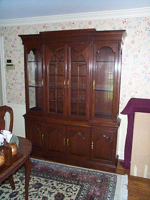 613: Harden cherry mahogany dining room set.  Contains