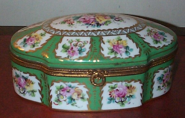 19: Green hand-painted Limoges style dresser box measur