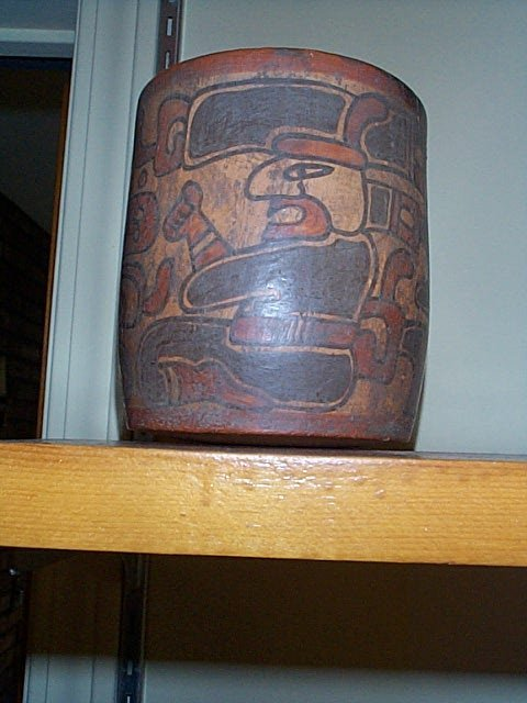 1003: Terra-cotta vase with a Pre-Columbian style desig