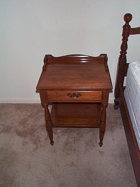 364: Thomasville solid cherry bedroom set, Welsh Valley - 3