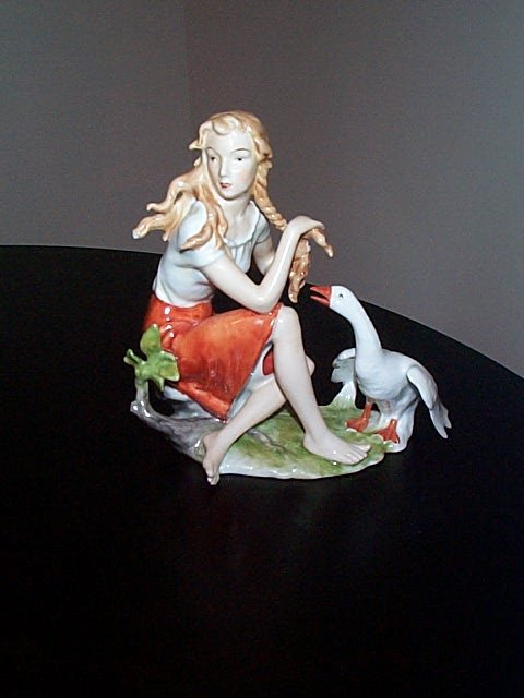 192: Kaiser hand-painted figurine of a woman seated wit