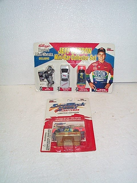 1022: Lot of 2 Nascar Racing Champions Collectibles inc