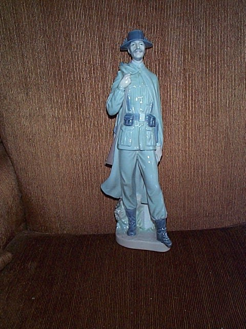 2003: Lladro figurine depicting a soldier walking.  Mea