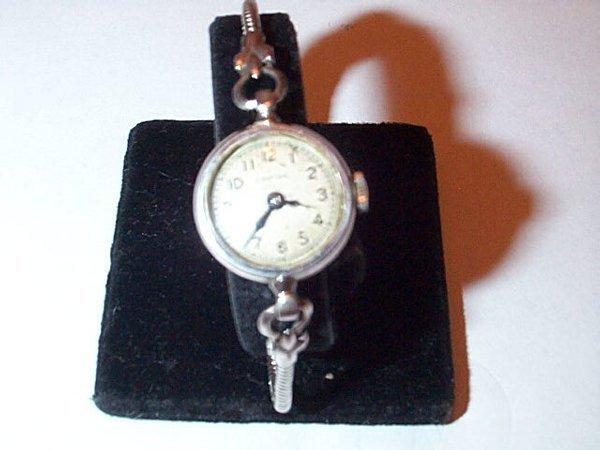 11: 14K white gold Croton ladies wrist watch with white