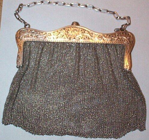 13: Silver Art Nouveau mesh evening bag circa 1900, 8.3