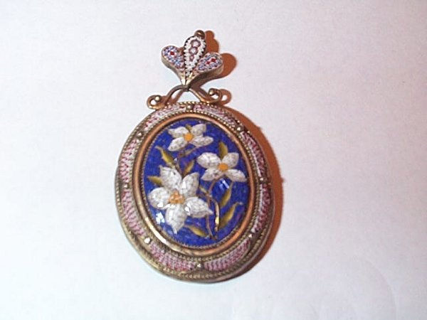 20: Silver mosaic pendant with observation back includi