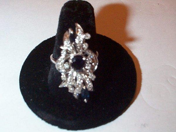 23: 14K white gold sapphire and diamond ring, 31 diamon
