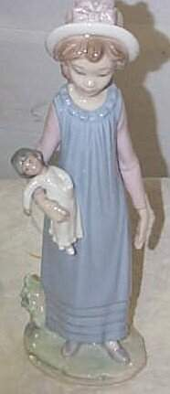 """Lladro number 5045 """"Belinda with her Doll"""", retire"""