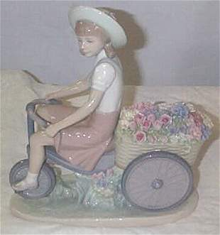 """Lladro number 5031 """"Girl with Flower in Tow"""", reti"""