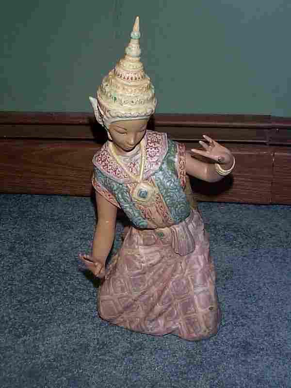 "Lladro number 2069 ""Thai Dancer"", retired"