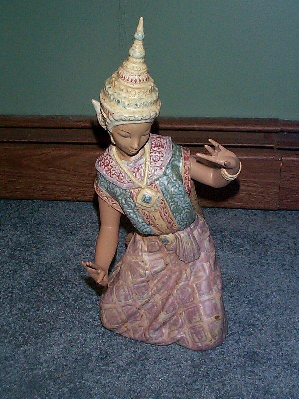 "577: Lladro number 2069 ""Thai Dancer"", retired"