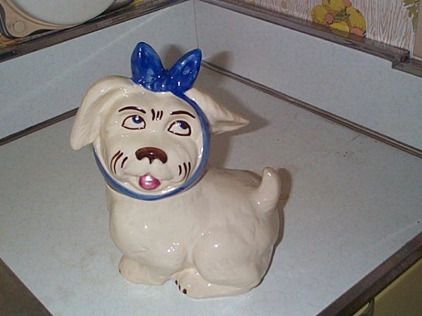 1: American pottery cookie jar in form of dog with a bo