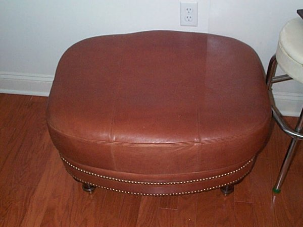 154: 10 year old leather sofa, chair and ottoman in goo - 3