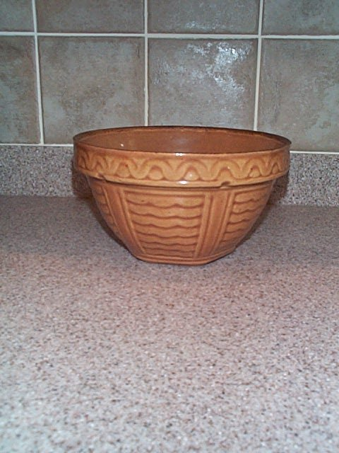 """3: signed USA pottery mixing bowl 8"""" diameter Buyer to"""