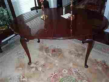 110: signed Statton Queen Anne leg oval mahogany dinnin