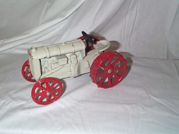 523: Cast Iron Fordson Farm Tractor, measures 6 in long