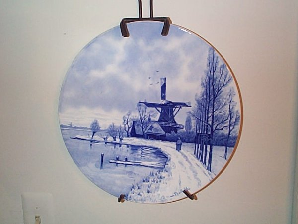 801: Unsigned Delft charger.  Artist signed Chattel.  M