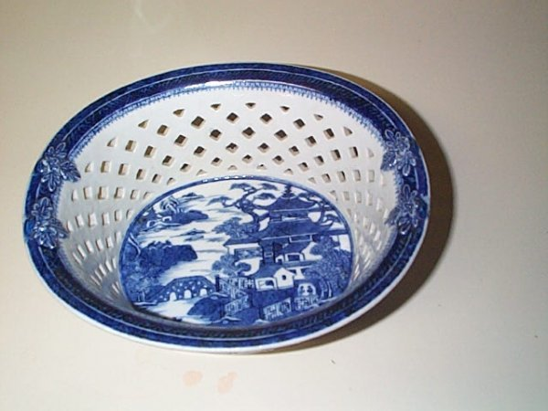 802: Unsigned porcelain reticulated potpourri bowl.  Po